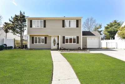 Levittown Single Family Home For Sale: 98 Wolcott Rd