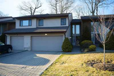Jericho Condo/Townhouse For Sale: 30 Maple Run Dr