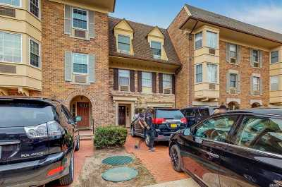 Bayside Condo/Townhouse For Sale: 206-11 Emily Rd #3L