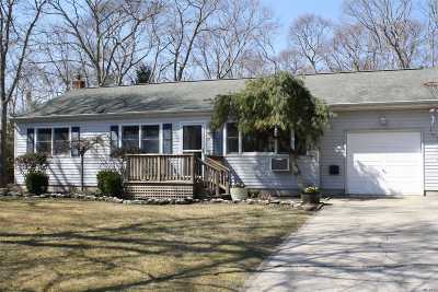 Hampton Bays Single Family Home For Sale: 22 Westbury Rd