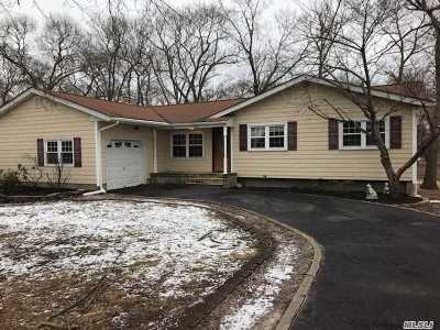Selden Single Family Home For Sale: 241 Magnolia Dr