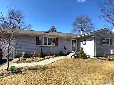 Ronkonkoma Single Family Home For Sale: 66 W 3rd St