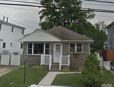 Lindenhurst Single Family Home For Sale: 143 W Hampton Rd
