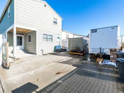 Lindenhurst Single Family Home For Sale: 505 W Montauk Hwy