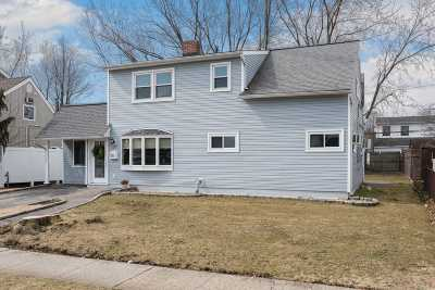 Levittown Single Family Home For Sale: 26 Family Ln