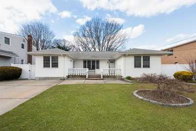 East Meadow Single Family Home For Sale: 2759 Birch Ave