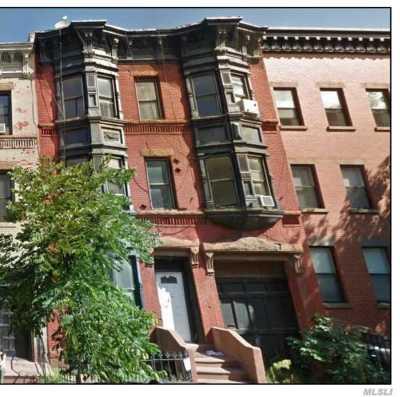 Brooklyn Multi Family Home For Sale: 689 Sackett St