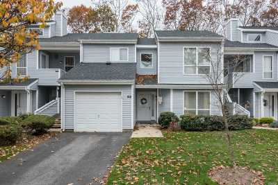 Manorville Condo/Townhouse For Sale: 40 Lakeview Dr