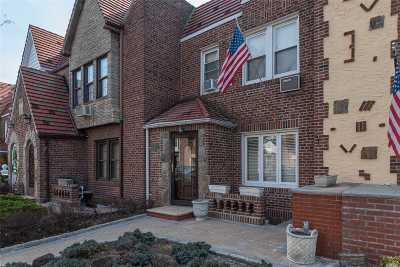 Middle Village Single Family Home For Sale: 64-28 84th St