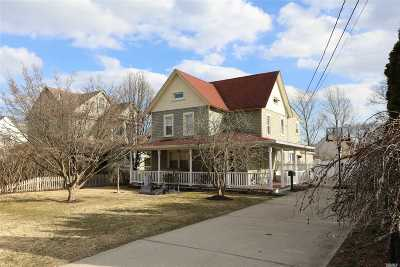 Sayville Single Family Home For Sale: 18 Pine St