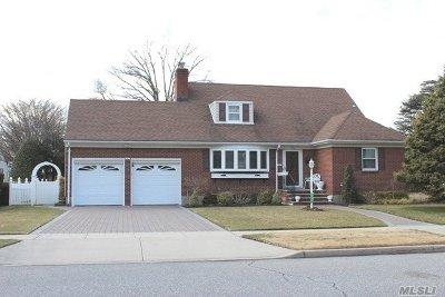 Garden City Single Family Home For Sale: 102 Monroe St