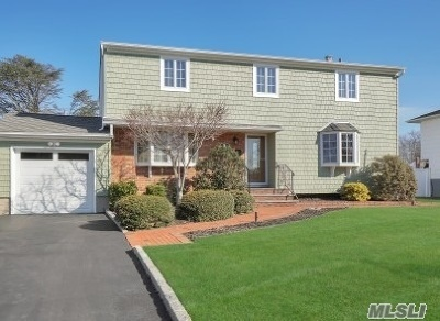 Commack Single Family Home For Sale: 9 Cameo Rd