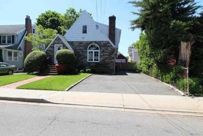 Hewlett Single Family Home For Sale: 47 Raymond Pl