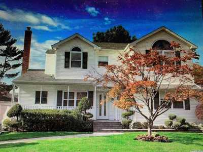 Syosset Single Family Home For Sale: 4 Chadwick Rd