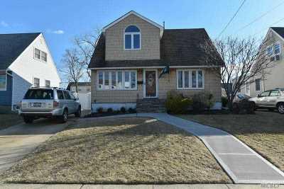 Oceanside Single Family Home For Sale: 188 Lake St