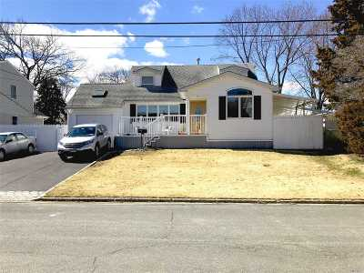 Commack Single Family Home For Sale: 7 Vine Haven Ln