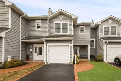 Freeport Condo/Townhouse For Sale: 54 Ocean Watch Ct #54