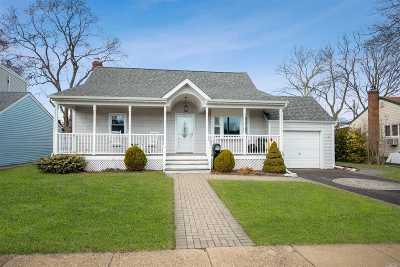 Massapequa Single Family Home For Sale: 22 Soloff Rd