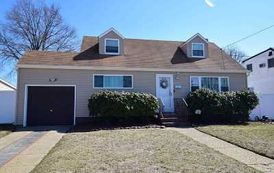 East Meadow Single Family Home For Sale: 2158 Erma Dr