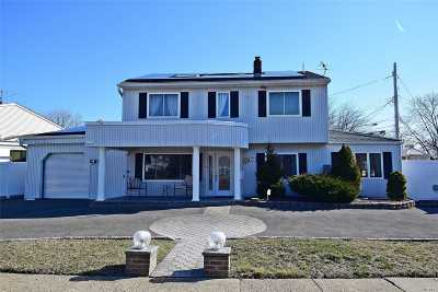 Levittown Single Family Home For Sale: 61 Shelter Ln