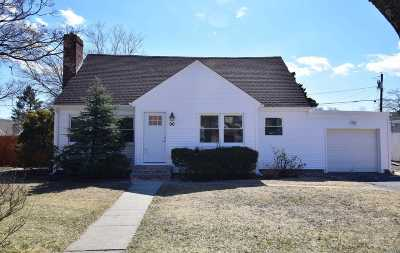 N. Babylon Single Family Home For Sale: 90 Pickwick Ln