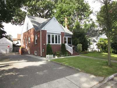 W. Hempstead Single Family Home For Sale: 382 Lewis St