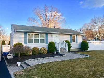 Lake Grove Single Family Home For Sale: 7 Long St