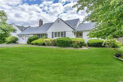 Massapequa Single Family Home For Sale: 20 Cedar Shore Dr