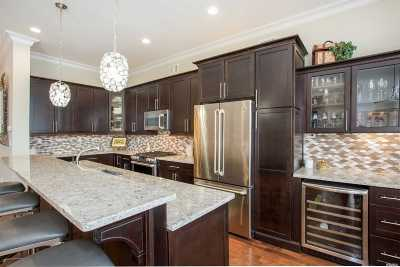 Bayport Condo/Townhouse For Sale: 7 Alexander Ct