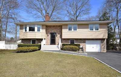 East Moriches Single Family Home For Sale: 25 Oaktree Dr