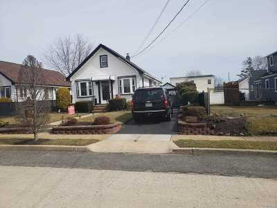 Freeport Single Family Home For Sale: 213 Moody Ave