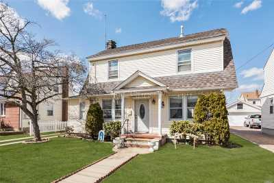 Mineola Single Family Home For Sale: 32 Westbury Ave