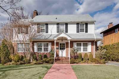 Douglaston Single Family Home For Sale: 113 Grosvenor St