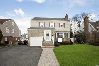 Lynbrook Single Family Home For Sale: 183 Canterbury Gate
