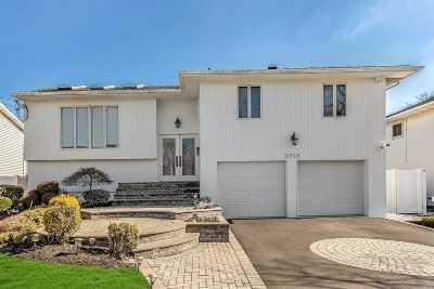 Merrick Single Family Home For Sale: 2715 Covered Bridge Rd