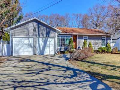 Holtsville Single Family Home For Sale: 7 Hempstead St