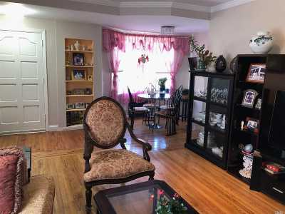 Fresh Meadows NY Single Family Home For Sale: $925,000