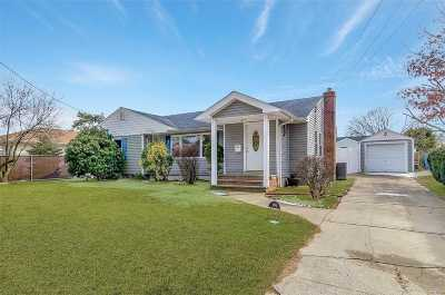 W. Babylon Single Family Home For Sale: 104 Broadway Ave