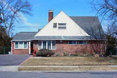 Levittown Single Family Home For Sale: 139 Red Maple Dr