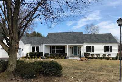 Huntington Single Family Home For Sale: 14 Makanna Dr
