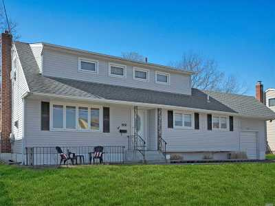 West Islip Single Family Home For Sale: 566 Everdell Ave
