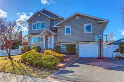 Farmingdale Single Family Home For Sale: 31 Maynard Dr