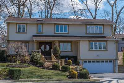Oyster Bay Single Family Home For Sale: 32 Peerless Dr
