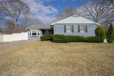 Selden Single Family Home For Sale: 17 Galaxie Ln
