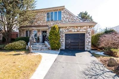 New Hyde Park Single Family Home For Sale: 62 Aberdeen Rd