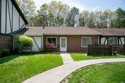 Medford Condo/Townhouse For Sale: 543 Blue Ridge Dr