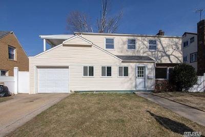 Hempstead Single Family Home For Sale: 89 Angevine Ave