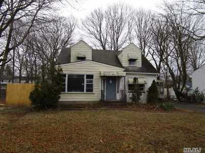 Hauppauge Single Family Home For Sale: 209 Walter Ave