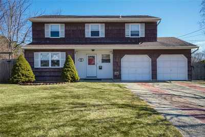 Lake Ronkonkoma Single Family Home For Sale: 7 Bayberry Rd