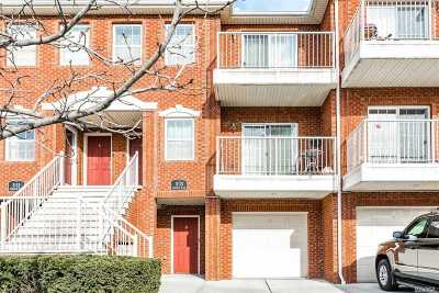 Queens County Condo/Townhouse For Sale: 3-13 Endeavor Pl #A